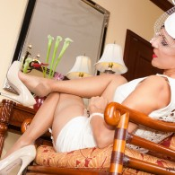 Roni's Paradise does it again with this amazing photo set, she's rocking the classy outfit, hat, nice white short dress, and a pair of sexy beige high heel pumps. Love...