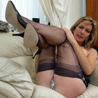 Hey guys, got another 27 pics here of the lovely MILF Satin Jayde rocking some fully fashioned stockings and looking yummy as always. This is a combo of 2 sets...